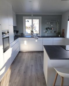 Design Case, Küchen Design, House Design, Interior Design, Handleless Kitchen, Kitchen Cabinetry, Cuisines Design, House 2, Room Inspiration