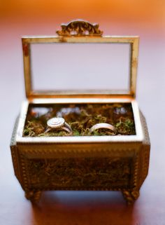 Treat these wedding VIPs with the tender touch they deserve... perfectly set for their photo op, then escort them down the aisle in style and after the Big Day keep this little nesting box around for sentimental tokens <3