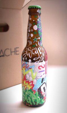 Mustache Graffiti de 33cl pintada a mano por Dokidoki Planet