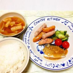 ウインナー炒め、鯖のみぞれ煮・きゅうりのナムル風・プチトマト、キャベツと玉ねぎとお揚げのお味噌汁。 - 121件のもぐもぐ - おかず一皿に盛りました。 by madammay