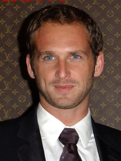 Josh Lucas is so sexy and has the prettiest eyes!!