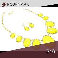 Sunshine Bright Vivid yellow necklace and earring set! Gold tone metal. Jewelry