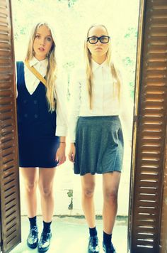 Quite college! #StreetStyle #JohanssonSisters #IN2ITIONSTYLE #SchoolTime Looks Street Style, Skater Skirt, Back To School, Hipster, Skirts, College, Fashion, Street Style, Moda