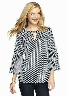 Be boho-chic with this stylish tunic! Crafted with a trend-right geo print and bell sleeves, this piece is essential to your collection. Western Tops, Mode Hijab, Fashion Outfits, Womens Fashion, Dress Patterns, Blouse Designs, Tunic Tops, Plus Size, Clothes For Women