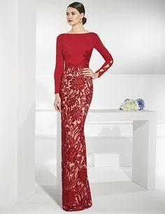 Vestidos de fiesta rojo largo y recto. Falda en rebrodé y cuerpo liso.