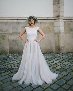 Třetí z naší svatební kolekce 2018 ❤️❤️❤️@2foto @simonabuchtova #kabelkovaoplocka #svatebnisatynamiru #svatebnisaty #svatebnikolekce #2018 #brno #svatba #nevesta #weddingdress #wedding #bride.