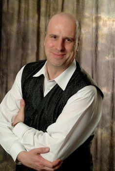 Christian Korten imitiert seit fast  25 Jahren prominente Zeitgenossen. Das Repertoire umfasst  neben aktuellen Personen des  gesellschaftlichen Lebens auch  Klassiker wie Heinz Erhardt.