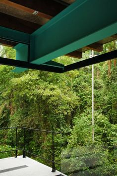 Inside-outside design =) Nitsche Arquitetos Associados designed this house located in Iporanga on Sao Paulo's coast in Brazil. Modern Architecture House, Space Architecture, Architecture Details, Jungle House, Steel Beams, Wood Steel, Built Environment, Glass House, Interior And Exterior