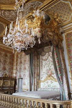 Versailles - France Queen's bedroom at Versailles as it was last decorated during it's use by Marie Antoinette. The door visible in the corner is the secret passage she used to escape rioters during the French Revolution. Beautiful piece of history! Louis Xvi, Marie Antoinette, Chateau Versailles, Palace Of Versailles, Interior Exterior, Home Interior, Interior Design, Pictures Of The Week, Room Pictures