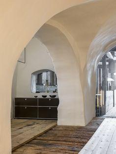 Grand meuble de rangement USM Haller - Pour une touche design dès le hall d'entrée.