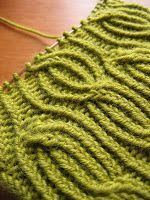 Lina hat from Joko Knits Knitting Basics, How To Start Knitting, Knitting Projects, Knitted Blankets, Knitted Hats, Folding Shower Chair, Green Blanket, Joko, Drops Design