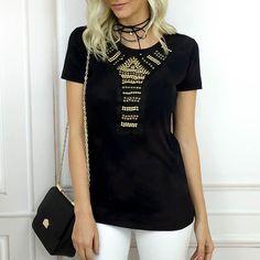 Uma blusa com bordado deixa qualquer look mais sofisticado.  Peças disponíveis para compra no site http://ift.tt/PYA077.