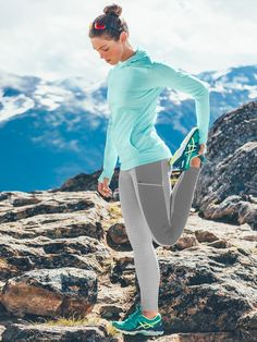 Stay warm while you train with Athleta cold weather running gear. Designed for comfort and performance our winter running gear takes you from season to season. Yoga Fashion, Sport Fashion, Fitness Fashion, Fitness Style, Fitness Wear, Health Fitness, Confident Woman, Gym Wear, Workout Wear