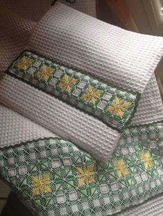 Discover thousands of images about Hand Embroidery Stitches, Embroidery Art, Embroidery Designs, Swedish Embroidery, Chicken Scratch Embroidery, Smocks, Swedish Weaving, Gingham Fabric, Straight Stitch