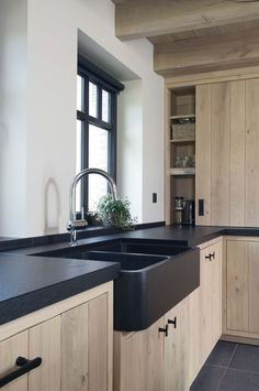 Oak kitchen with black finish - Country kitchen with a modern look in a light interior. The kitchen was made from solid oak. Solid Wood Kitchen Cabinets, Solid Wood Kitchens, Black Kitchens, Home Kitchens, Industrial Kitchens, Kitchen Walls, Kitchen Black, Country Kitchens, Small Kitchens