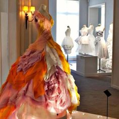 Oh to be invited to a ball & wear this fabulous Dior gown.