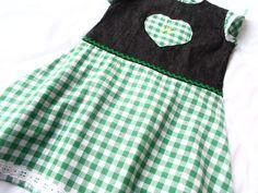 Mädchenkleid  zauberhaft  romantisch    Größe 104        für alle Gelegenheiten,  selbst entworfen und genäht,mit viel Liebe zum Detail.           ...