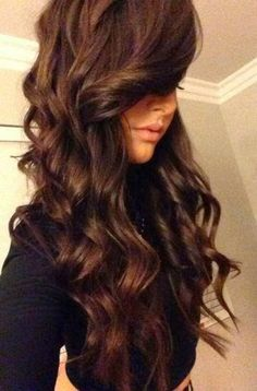 Hello Amanda shows a simple and easy way to give yourself those bouncy, voluminous curls that will last for days..