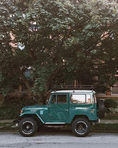 Jeep Discover 30 and Broke vagabondbrothers: Grey Scale Auto Jeep, My Dream Car, Dream Cars, Bmw Autos, Vw Vintage, Vintage Trucks, Car Goals, Cute Cars, Jeep Life