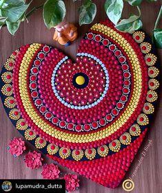 Mandala Pattern, Mandala Design, Mandala Art, Rakhi, Dot Painting, Easy Drawings, Painted Rocks, Beach Mat, Outdoor Blanket