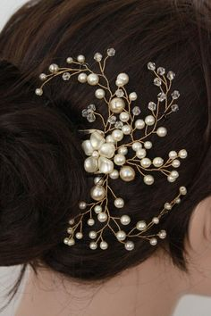 Swarovski Pearl and Crystal Bridal Hair Pin, bridal hair piece. Love the style, but I want fewer pearls and a little more bling, haha. Bridal Hair Pins, Bridal Tiara, Headpiece Wedding, Bridal Headpieces, Pearl Bridal, Wedding Updo, Fascinators, Hair Jewelry, Bridal Jewelry