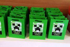 Programando a festa do tema Minecraft para o seu filho? Algumas inspirações para você, convites, mesa, lembrancinhas...