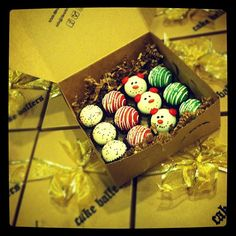 cake ballers cake balls! Holiday gifts? Yes please! www.thecakeballers.com #thecakeballers #balls #ballers #holiday