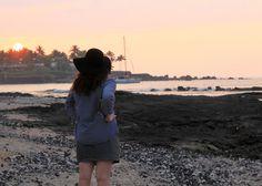 Lava rock meets beach in Hawaii. | Burm Voyage
