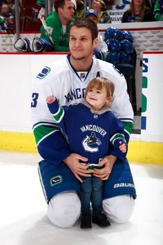 Vancouver Canucks Kevin Bieksa at the Superskills competition with his daughter, Reese