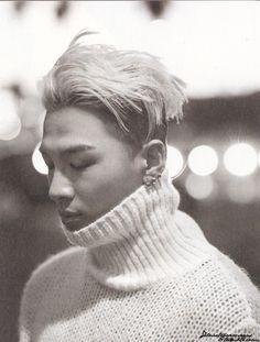 Taeyang's turtleneck