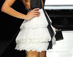 project-runway-party-challenge-paper-dress-valerie.jpg 550×433 píxeles
