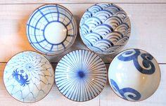 vaisselle japonaise Iconographie marine Chez Ellen Desforges à Lille filet de pêche, vague, méduse, poulpe, crabe