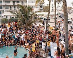 Joel Sternfeld.  Bikini Contest, Fort Lauderdale, FL, Mars 1983