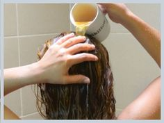 Het vergt geduld om je haren te laten groeien en tijdens dit proces wil je de haren zo gezond mogelijk houden. Gelukkig zijn er genoeg natuurlijke middelen (en manieren) voor een snellere haargroei…