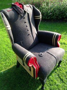 Кресла с обивкой из мужских пальто (подборка)
