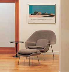 Knoll Studio-Saarinen side table & Womb set. Looks comfy as eff.