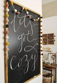 8 Quick and Easy Ways to Make Your Home Cozy This Fall 8 façons rapides et faciles de rendre votre maison confortable cet automne Fall Chalkboard Art, Chalkboard Doodles, Large Chalkboard, Kitchen Chalkboard, Chalkboard Lettering, Chalkboard Designs, Chalkboard Ideas, Chalkboard Drawings, Chalkboard Quotes