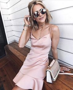 51a2a8257fed06 30 Best PARTY OUTFITS   AW18 images in 2018   Crossover bags ...