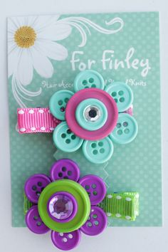 Items similar to Set of 2 Button Flower Hair Clips (purple/green and pink/blue flowers) on Etsy Button Flowers, Diy Flowers, Flowers In Hair, Fabric Flowers, Blue Flowers, Flower Crafts, Cute Crafts, Diy And Crafts, Crafts For Kids