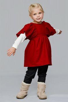 tunika Tuuli Fantastycznie dziewczęca tunika z mięciutkiej bawełny. Roztańczone rękawy pozwalają poczuć się bajkowo i lekko.
