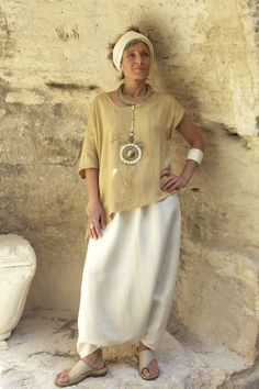 Top 'décalé' made of raw silk 'straw' color withy a raw silk sarouel natural colorNecklace: pendant made of bone and hammered brass, ethnics beads, rush string and linen string - Amalthée Modest Fashion, Boho Fashion, Fashion Dresses, Over 50 Womens Fashion, Fashion Over 50, Moda Hippie, Mode Boho, Bohemian Style, Clothes For Women