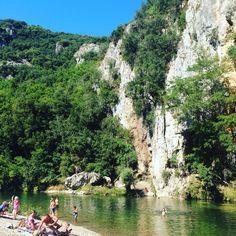 Baignade en rivière dans les gorges de la Cèze