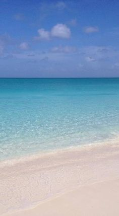 Just another typical day on Grace Bay Beach (Turks & Caicos)