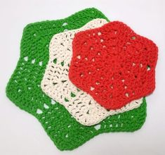 Summer or winter, I love making a crochet washcloth or dishcloth! They are quick, fun, useful, and a great way to learn new techniques and stitches.