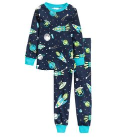 Pyjamas in cotton jersey. Long-sleeved top with a print and ribbing around the neckline and cuffs. Solid colour bottoms with an elasticated waist and ribbed hems. Boys Pjs, Boys Pajamas, Pyjamas, Kids Boys, Little Boy Fashion, Kids Fashion Boy, Pajama Outfits, Boy Outfits, Cute Nightgowns