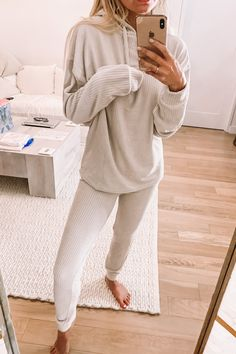 The most comfortable loungewear outfit ideas. Work From Home Outfits Lounge Wea… .The most comfortable loungewear outfit ideas. Work From Home Outfits Lounge Wear Cute Lounge Outfits, Lazy Day Outfits, Cute Comfy Outfits, Comfortable Outfits, Casual Outfits, Cozy Fall Outfits, Outfit Winter, Casual Wear, Loungewear Outfits