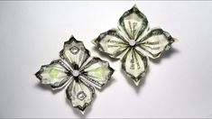Flower Money Origami - How to make an impression. Lets go ahead and have a little lesson on. Easy And Beautiful Money Flower Origami Dollar Tutorial Origami has been around . Money Lei, Oragami Money, Origami Money Flowers, Money Rose, Money Origami Tutorial, Origami Instructions, Creative Money Gifts, Folding Money, Origami Easy