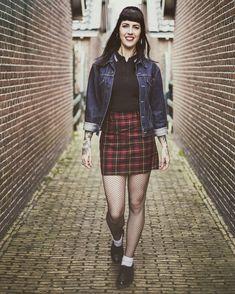 "Maaike Andrews on Instagram: "".. Walking into the weekend like... . . . . . #weekendmood #fishnetstockings #tartanskirt #levisvintage #fredperry #fredperrygirl #oioioi…"" Skinhead Girl, Fishnet Stockings, Fred Perry, Vintage Levis, Walking, Punk, Instagram, Girls, Fashion"