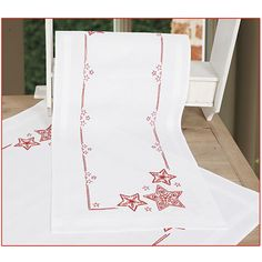 Christmas Deer Table Runner - Cross Stitch, Needlepoint, Embroidery Kits – Tools and Supplies