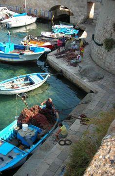 Gallipoli pescatori. Puglia, Italy. #Salento
